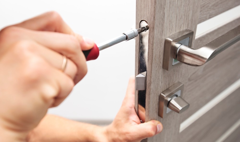 Here are some of the tools that an automotive locksmith needs