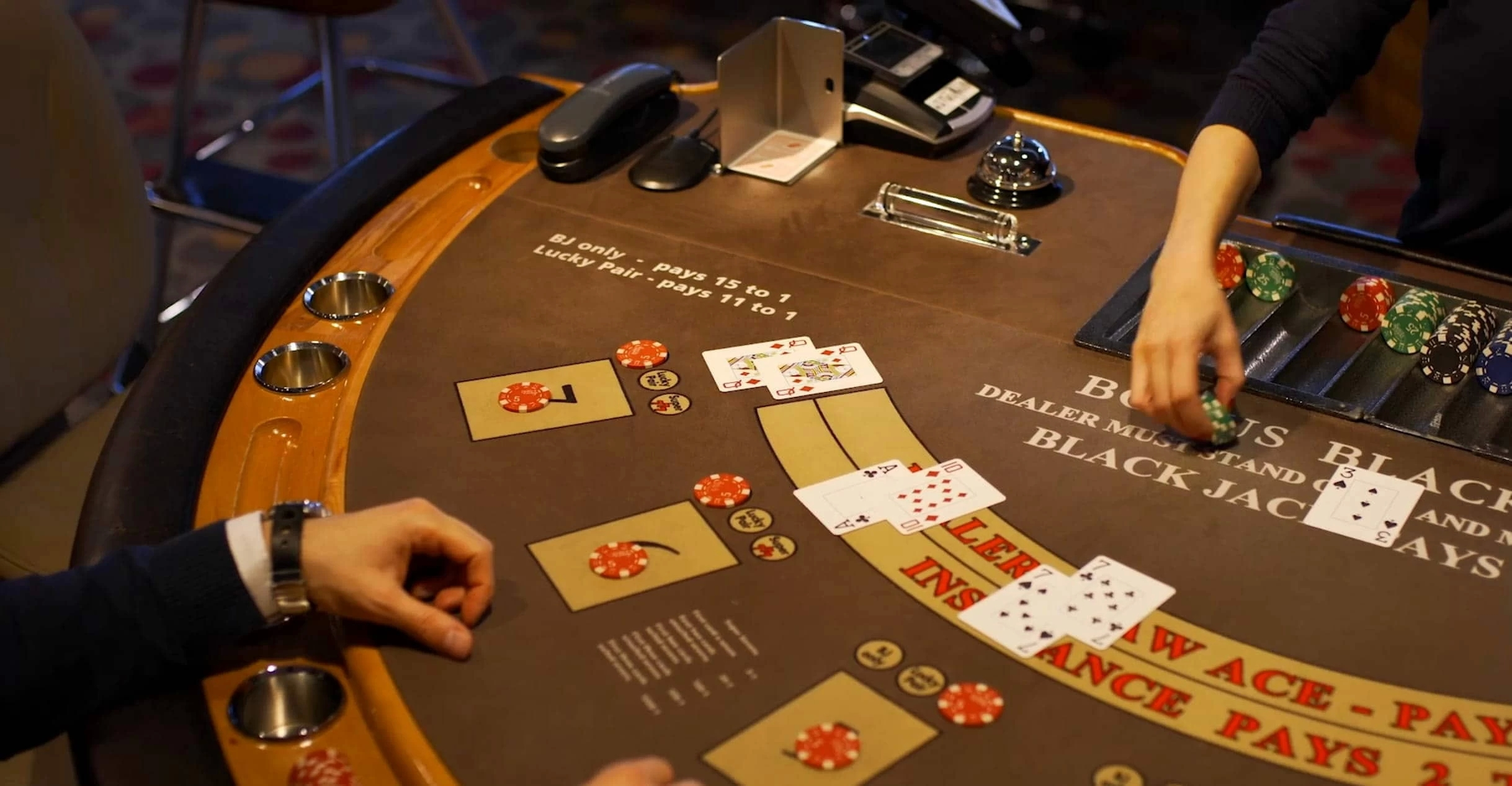 Evaluate The Things To Choose Right Platform For Buying Casino Accessories